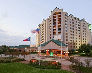 Guest house 0625602 • Apartment Texas • Embassy Suites Dallas - DFW Airport North Outdoor World